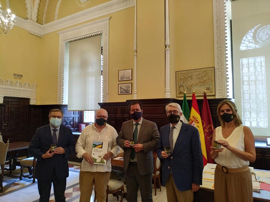 El Consejo Regulador se reúne en el Ayuntamiento de Sevilla con el Delegado de Gobernación y Fiestas Mayores D. Juan Carlos Cabrera Valera. 1